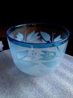 Kosta Boda Bertil Vallien Limited Edition Art Atelier 2 Color Cameo Glass Bowl | eBay Art Atelier, Kosta Boda, Scandinavian Design, Sweden, Bowls, Glass Art, Tableware, Color, Serving Bowls