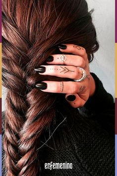 ▷ 1001 + finger tattoo ideas and their meaning ▷ 1001 + Finger Tattoo Ideen und ihre Bedeutung Finger tattoo ideas, small tattoo motifs on each finger, silver rings, black nail polish Diskrete Tattoos, Tribal Tattoos, Hand Tattoos, Girl Tattoos, Tattoos For Women, Diy Tattoo, Black Nail Polish, Black Nails, Subtle Tattoos