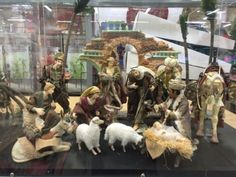 Christmas 16 PC Deluxe Hand Crafted Painted Porcelain Nativity Set w Creche…