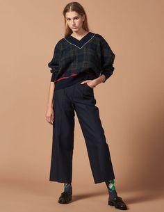 5a3da752b Discover the Sweaters for Womens on the official Sandro Paris e-shop.