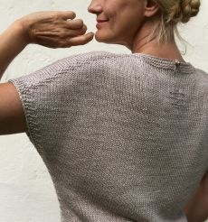 Ravelry: Beyond the Dunes pattern by Hinterm Stein Knit Vest Pattern, Sweater Knitting Patterns, Knit Patterns, Hand Knitting, Knitting Designs, Icelandic Sweaters, Summer Knitting, Knitted Blankets, Ravelry
