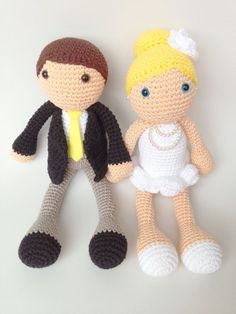 Fun Wedding Cake Toppers:  These cute crochet cake toppers are handmade