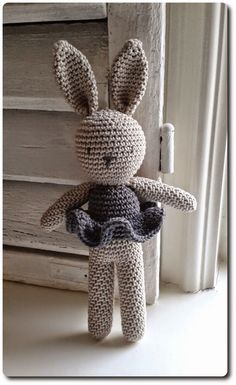 Amigurumi Bunny- Free Pattern (Amigurumi Free Patterns) - Crochet and Knitting P. Amigurumi Bunny- Free Pattern (Amigurumi Free Patterns) – Crochet and Knitting Patterns Crochet Diy, Crochet Amigurumi Free Patterns, Crochet For Kids, Crochet Crafts, Crochet Dolls, Crochet Projects, Knitting Patterns, Knitting Toys, Free Knitting
