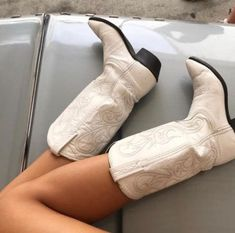 Dr Shoes, Cute Shoes, Me Too Shoes, Shoes Heels, Mode Country, Botas Western, Taylor Swift Album, Aesthetic Shoes, Mode Vintage