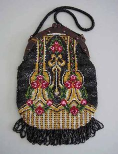 BEADED purse with red and pink roses on a black background with green and golden colored accents. Vintage Purses, Vintage Bags, Vintage Handbags, Vintage Shoes, Beaded Purses, Beaded Bags, Vintage Accessories, Fashion Accessories, Beautiful Bags