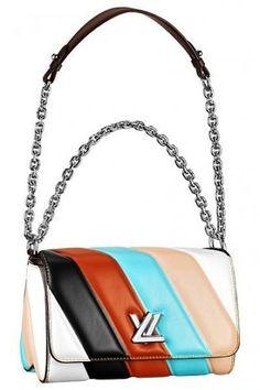 Tracollina a strisce Louis VuittonTracollina a strisce Louis Vuitton, tra le borse must have della primavera/estate 2015.