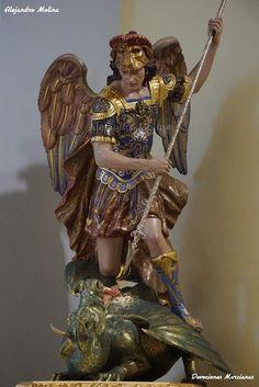Saint Michael, Kunst Online, Ideas Creativas, Archangel Michael, Angel Art, Sleeve Tattoos, Saints, Religion, Pasta