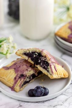 Paleo Blueberry Pop Tarts (gluten free, grain free, refined sugar free) wondering if I can sub out erythritol for the sugar and arrowroot or xanthan gum for the starch Dessert Sans Gluten, Paleo Dessert, Gluten Free Desserts, Gluten Free Baking, Paleo Baking, Bread Baking, Paleo Sweets, Healthy Desserts, Eat Healthy