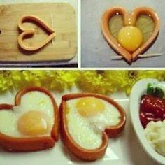 甘いものが苦手な彼には朝食のメニューに愛を込めて♡ハート型のかわいい目玉焼き!