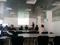 En Andalucialab impartiendo el taller:  Geolocalización y Redes Sociales