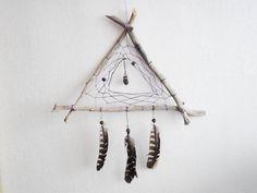 Triangle Dreamcatcher #dreamcatcher #DIY #feather