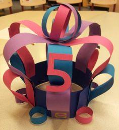 Verjaardagshoed How To Make Paper Flowers, Crazy Hats, Paw Patrol, Flower Making, Ladybug, Crafts For Kids, Classroom, Children, School