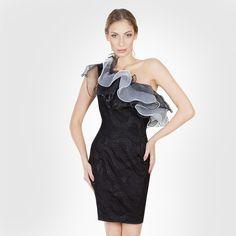 Gostou desse 'dress' com maxi babados queridinho das fashionistas? Então corre em nosso e-shop [link na bio] para garantir o seu e arrasar!!!#reginasalomao #SummerVibesRS #SS17