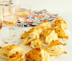 Recept: Getostfyllda smördegsknyten Snack Recipes, Snacks, Starters, Cereal, Chips, Veggies, Lunch, Dinner, Eat