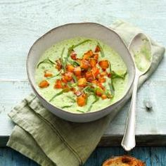 Eine würzige, cremige Suppe für kältere Tage und passend zur Bärlauch-Saison. Verfeinert mit Süßkaroffel-Topping ein wahrer Genuss.