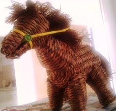 Papírfonással készül ló. (Kísérlet)