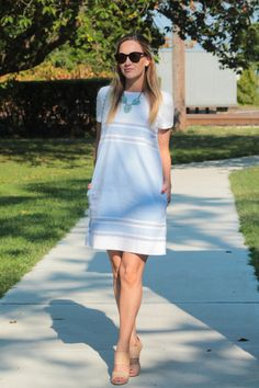 Blogger Rachel Ross takes a stroll in a Gap shift dress and nude heels.
