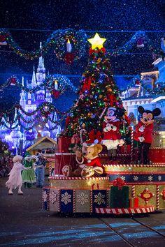 magic kingdom duffy minnie mickey christmas float walt disney disney - Christmas At Disney
