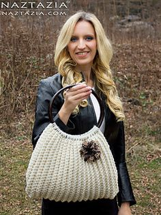 Diy free pattern for a crochet handbag! Click to Read or Pin and Save for Later!