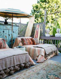 patio bohemio V Parasols, Patio Umbrellas, Bohemian Interior, Bohemian Decor, Boho Chic, Bohemian Patio, Boho Style, Surf Style Decor, Bohemian Quotes