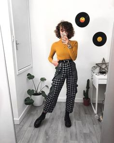 Image discovered by Elgort ♡. Find images and videos about girl, fashion and black on We Heart It - the app to get lost in what you love. Retro Outfits, Grunge Outfits, Fall Outfits, Casual Outfits, Cute Outfits, Aesthetic Clothes, Aesthetic Fashion, Moda Ulzzang, Outfit Vintage