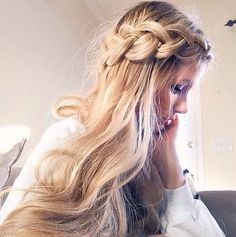 We wouldn't expect anything less than a voluminous mane from you lions! And as the kings (or rather queens!) of the jungle, you need a crown. And we say, the bigger the better, like this oversize plait wrapped around the head. It's an ideal look for trendsetters. Source: Instagram user amberfillerup