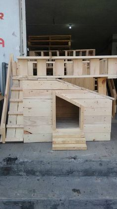 There are various ways in which a dog house can be built. The design and structure of a dog house is what matters the most. The slanted roof top and the narrow pallets of wood used to make the walls of the hut make it strong.