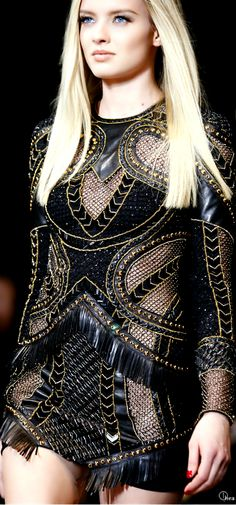 Versace Fall 2014 Ready-to-Wear Fashion Show