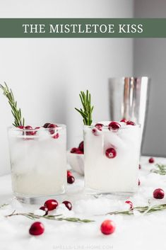 The Mistletoe Kiss (Christmas Cocktail) – Smells Like Home The Mistletoe Kiss Holiday Drink: A simple mix of vodka, lemon juice, and a holiday-inspired secret weapon ingredient. Vodka Drinks, Drinks Alcohol Recipes, Fun Drinks, Yummy Drinks, Cocktail Recipes, Alcoholic Drinks, Beverages, Martinis, Recipes Dinner