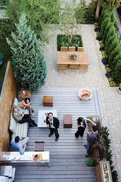 Backyard Landscaping Ideas - Peter Fallico's Backyard This outdoor makeover creates a sophisticated space for barbecues and cocktail parties. Small Backyard Design, Small Backyard Landscaping, Patio Design, Landscaping Ideas, Narrow Backyard Ideas, Backyard Layout, Backyard Privacy, Small Patio, Small Decks