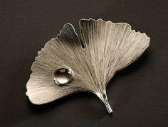 Lynda Watson / Gingko, 2010 / Brooch / fine silver, rock crystal