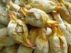 Deserturi cu nuci…asa-i ca va plac ? Sweets Recipes, Cake Recipes, Cooking Recipes, Peach Cookies, Romanian Food, Potato Cakes, Vegan Meal Prep, Sweet Pastries, Vegan Thanksgiving
