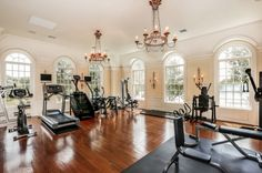 A Look At 12 Luxury Home Gyms