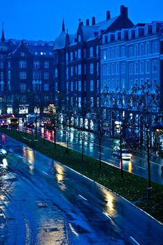 Rainy night in Copenhagen, Denmark • photo: Julie Grath on Flickr