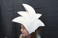 This is a crafty idea to get the kids involved on Australia Day- make a Sydney Opera House hat! Australia Kids Crafts, Fancy Dress, Dress Up, Around The World Theme, School Holiday Activities, Happy Australia Day, Book Week Costume, World Thinking Day, Anzac Day