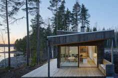 Dive Architects designed this stunner of a house on a lake. There is a Scandinavian feel with this house. All of the Alvar Aalto lighting caught my eye Dive Architects designed this stunner of a house Sweden House, Houses In Sweden, Roof Shapes, Haus Am See, Wooden Steps, Rural Retreats, Outdoor Seating Areas, Japanese Architecture, Sustainable Architecture