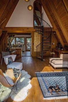 6 cozy cabin decor ideas for a winter getaway. Domino rounds-up cozy cabin inspiration from small cabins in Wisconsin, Missouri, Dunton Hot Springs and Ralph Lauren's Colorado Ranch! For more cottage, cabin and celebrity style go to Domino. Cabin Interior Design, House Design, Design Design, Cabin Design, Interior Ideas, Mansion Interior, Contemporary Interior, Escalier Design, Famous Interior Designers