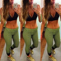 Black and yellow mood! Blogger Vanessa Vasconcelos wearing Apositivo fitness. #fitness #brazilianness www.brazilianness.com