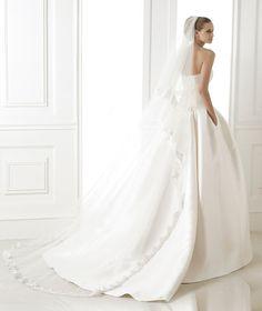 BARONDA » Wedding Dresses » 2015 Costura Collection » Pronovias » Shown with side Pockets at skirt (back)