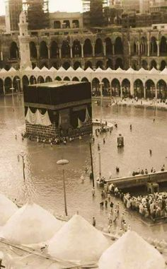 Here are some of the rare/unseen or very old images of Holy Kaaba (Khana Kaaba) and Prophet's Mosque (Masjid Al-Nabwi). (Click images for . Mecca Madinah, Mecca Masjid, Islamic Wallpaper Hd, Mecca Wallpaper, Islamic Images, Islamic Pictures, Hijrah Islam, Islam Beliefs, Saudi Arabia Culture