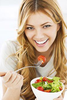 Pesquisas revelam que pessoas estressadas comem mais e queimam menos calorias. Irritabilidade, cansaço, falta de atenção, baixo astral e desmotivação podem estar ligados à sua