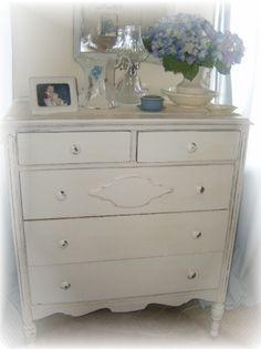 Love this shabby chic dresser :)