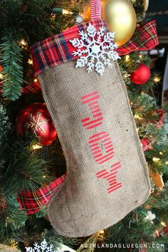 pretty burlap diy stocking with vinyl Christmas Decorations For Kids, Christmas Crafts For Adults, Easy Crafts For Kids, Christmas Projects, Kids Christmas, Christmas Vinyl, Diy Christmas Gifts, Simple Christmas, Diy Stockings