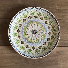 This item is made of ceramic and is available in primary color : green, secondary color : blue, occasion : birthday, holiday : easter. Hand Painted Plates, Plates On Wall, Decorative Plates, Pottery Painting, Dot Painting, Ceramica Artistica Ideas, Shades Of Green, Blue Green, Painted Chairs