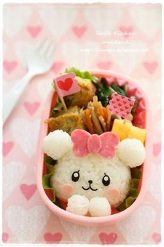 Cute & pretty white rice bear with salami hair bow bento box Cute Bento Boxes, Bento Box Lunch, Japanese Food Art, Japanese Sweets, Food Art Bento, Bento Kids, Kawaii Bento, Sushi Art, Bento Recipes