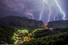 Amazing lightning shots in the Split region (from Oct 2012) | The sky came alive…