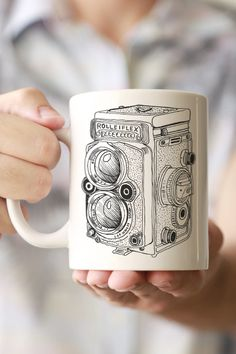 Give your morning coffee a vintage taste with this awesome Rolleiflex hand drawing mug! - Ceramic - Dishwasher and Microwave safe - Double sided print - 11 oz or 15 oz - White, glossy Processing time: