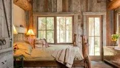 More rustic bedroom decorating ideas Interior Design Meaning, Home Interior Design, French Country Living Room, Minimalist Home Interior, Tiny House Bathroom, Ideas Geniales, Elegant Homes, Rustic Interiors, Bedroom Decor
