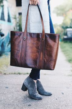 Austin Blogger DTKAustin shares her go to Fall accessories with Frye and Zappos. | frye booties | frye shoes | leather bag | how to style booties | fall fashion tips | fall outfit ideas | fall style tips | what to wear for fall | cool weather fashion | fa