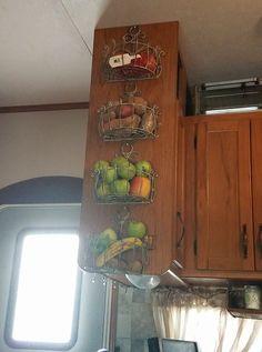 Store fruit vegetables produce in the kitchen of a camper motorhome travel trailer tiny home &; Store fruit vegetables produce in the kitchen of a camper motorhome travel trailer tiny home &; Stacey Hoppe […] Homes Organization Camper Hacks, Rv Hacks, Caravan Hacks, Diy Camper, Caravan Ideas, Travel Trailer Organization, Rv Organization, Organizing Ideas, Rv Campers